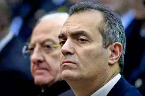 De Luca contro de Magistris: ordinanza Comune illegittima