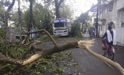 Ciclone Amphan devasta intera città indiana di Kolkata: 12 morti