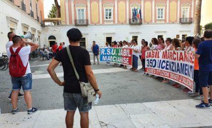 Jabil licenzia 190 lavoratori, sciopero a oltranza