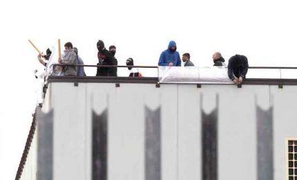 Detenuti in rivolta al carcere di Caserta, occupata una sezione