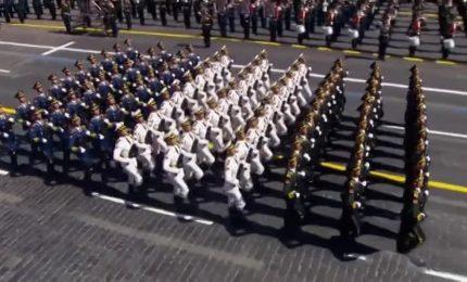 A Mosca parata Piazza Rossa davanti a Putin conciliante con Ovest