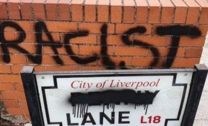 Targa Penny Lane a Liverpool imbrattata con la scritta `razzista`