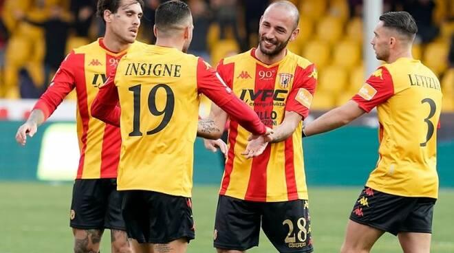 Il Benevento torna in A, squadra sul bus senza assembramenti
