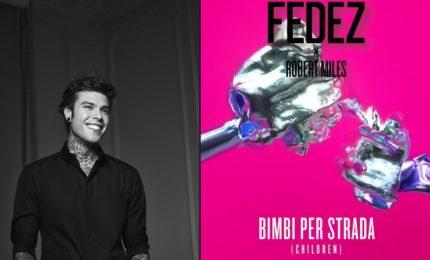 """Fedez annuncia il nuovo singolo: """"Bimbi per strada (Children)"""""""