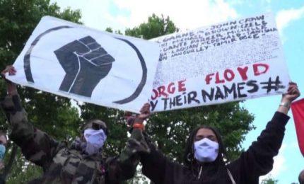"""""""Siamo tutti George Floyd"""". A Parigi i manifestanti lo omaggiano"""