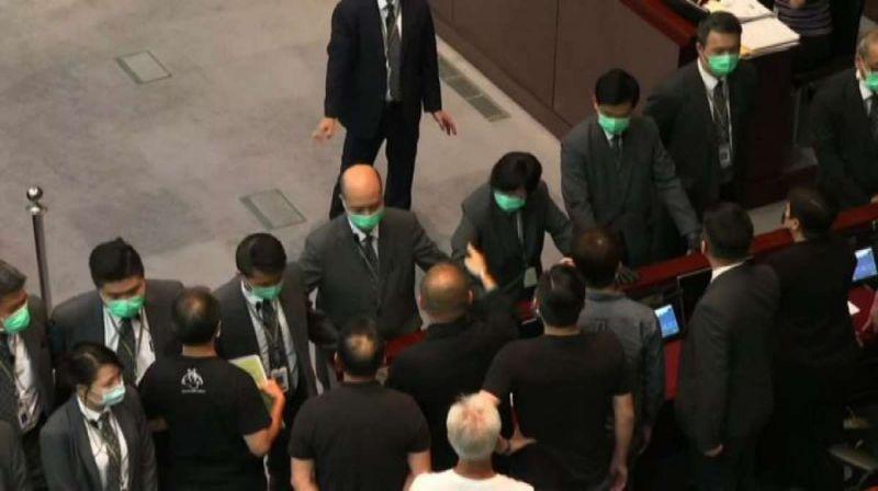 Hong Kong, approvata la legge sull'inno nazionale