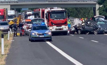 Grave incidente sull'autostrada vicino Arezzo: 4 morti tra cui una neonata