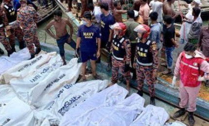 Bangladesh, almeno 30 morti nel naufragio di un traghetto