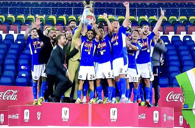 Napoli si aggiudica la sesta Coppa Italia, Juve spenta
