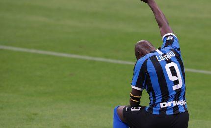 Un rigore di Lukaku lancia l'Inter a un punto dal Milan