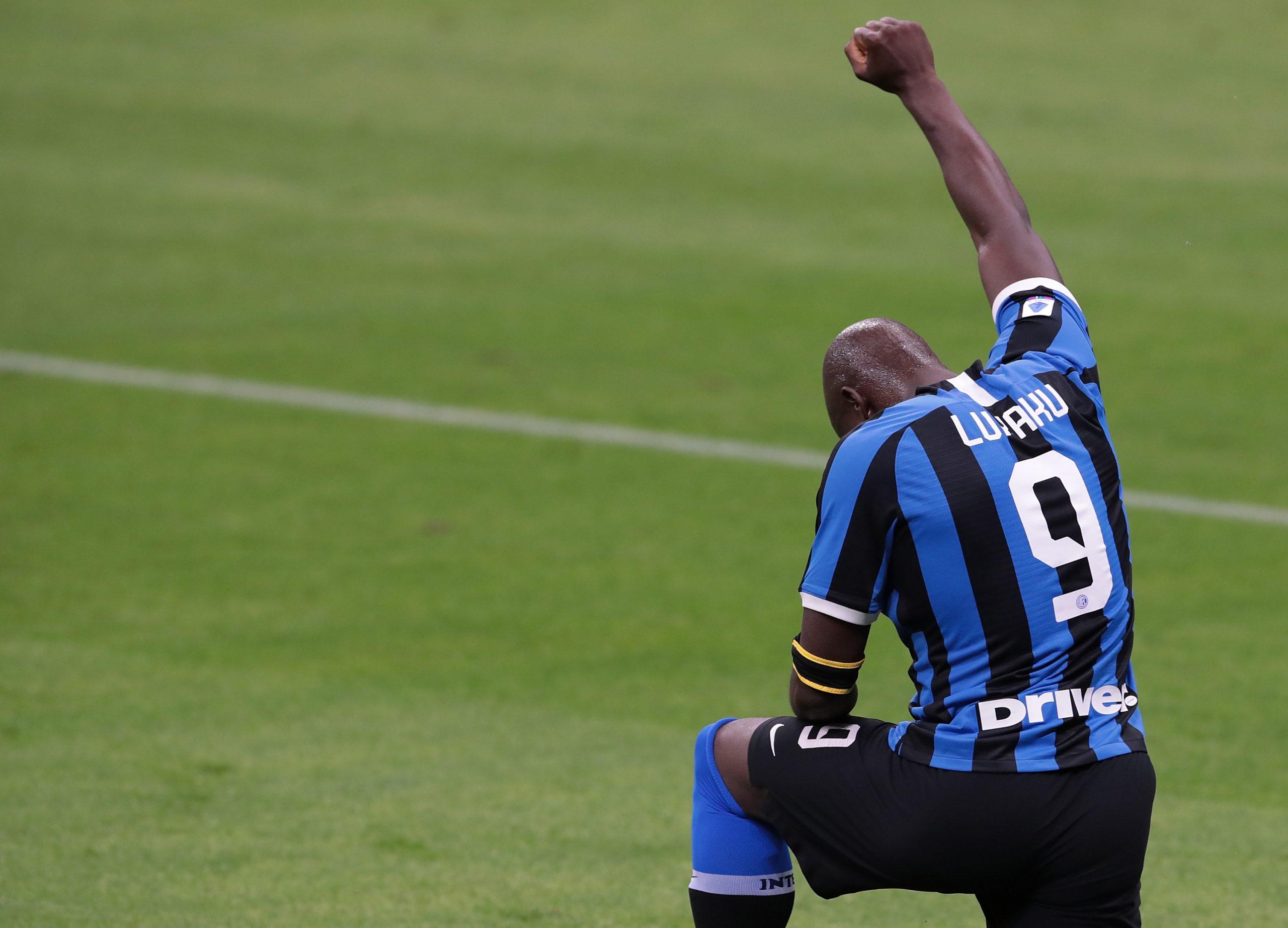 Lukaku-Lautaro piegano la Samp. Per l'Inter vetta più vicina