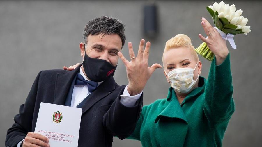 Coronavirus, salta obbligo mascherine per gli sposi