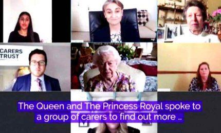 Il debutto della regina Elisabetta su zoom post Covid