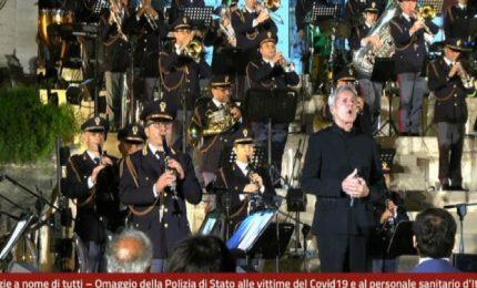 Banda musicale Polizia e Baglioni omaggiano le vittime del Covid