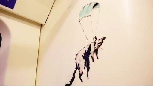 L'ultima opera di Banksy anti-Covid e pro mascherina