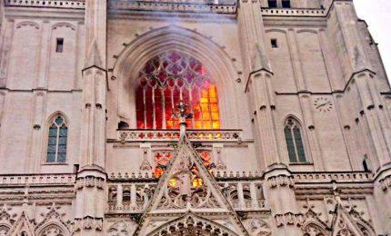 Incendio nella cattedrale di S. Pietro e Paolo a Nantes
