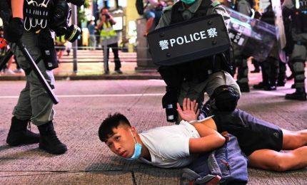 Centinaia di arresti a Hong Kong per la nuova legge su sicurezza. E tornano le sanzioni Usa contro la Cina