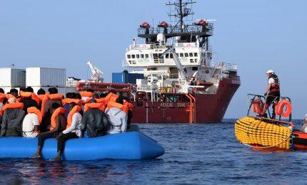 La Guardia Costiera salva 17 persone a poche miglia da Lampedusa