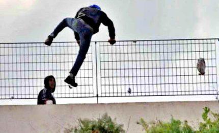 """Scoppia la """"bomba"""" migranti, Musumeci: """"La Sicilia non è una colonia"""