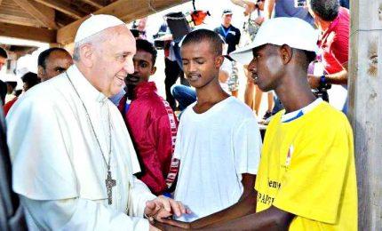 """Il Papa: """"inferno"""" Libia, il lager per migranti. """"Ora basta versioni distillate"""""""