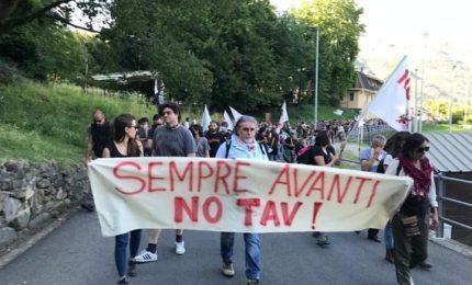 Nuova protesta no Tav, bruciato cancello del cantiere a Chiomonte