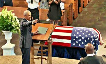 Furia di Obama contro Trump: standing ovation a funerali di Lewis