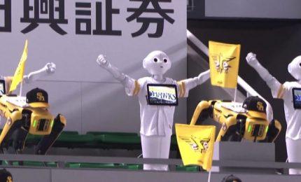 La danza scatenata dei robot nello stadio di baseball (vuoto)
