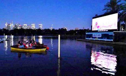 Il cinema a Tel Aviv è sulla barca in mezzo al lago