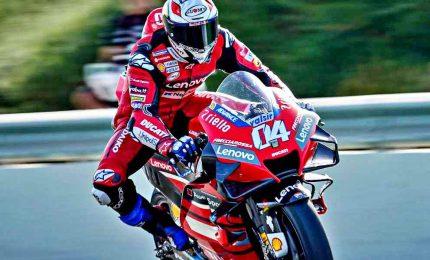Gp Austria, trionfa Dovizioso. Incidente choc Morbidelli-Zarco, moto sfiora Rossi