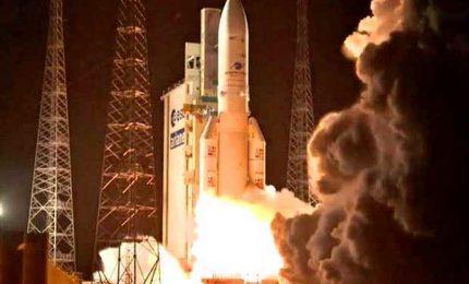 Riuscito il lancio di Ariane 5: messi in orbita 3 satelliti