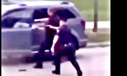 Polizia Usa spara afroamericano in Wisconsin, scoppiano proteste