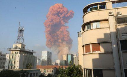 Esplosione a Beirut per incendio fabbrica fuochi d'artificio, almeno 10 morti