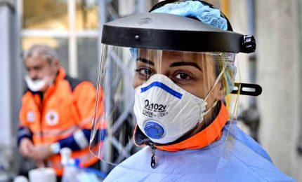 """Coronavirus, i nuovi contagi sfiorano gli 11mila. Gimbe: misure del governo """"troppo blande"""""""