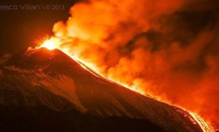 L'Etna dà spettacolo con una nuova eruzione, il timelapse