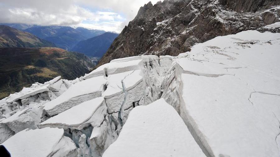 Courmayeur, ghiacciaio rischia di crollare sulle case