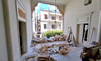 Le case sventrate dall'esplosione a Beirut viste con il drone