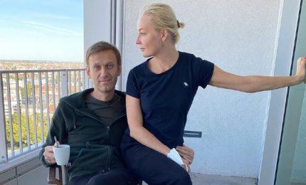 Navalny dimesso dall'ospedale. Cremlino: Navalny può tornare in Russia quando vuole