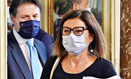 """Scontro nel governo su Autostrade, Conte """"sfila"""" il dossier alla De Micheli"""