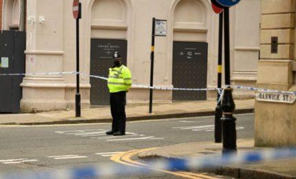 Inghilterra, diverse persone accoltellate nella notte: un morto e sette feriti