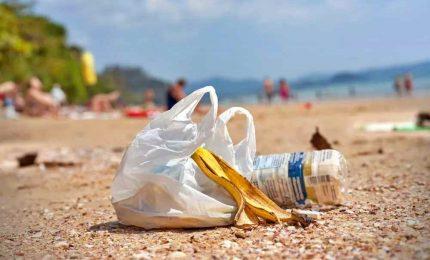 Ue fissa soglia limite per i rifiuti marini sulle spiagge
