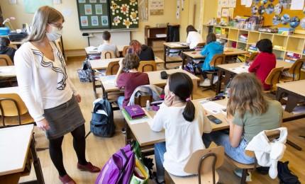 Riaprono le scuole in Francia: mascherina per 12,4 milioni studenti