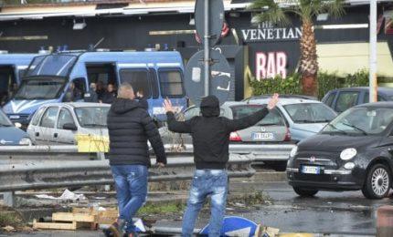 Mini lockdown nel Napoletano, commercianti in rivolta