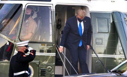 Trump fa ripartire la campagna elettorale nonostante il Covid, ed è caos. Biden: è una vergogna