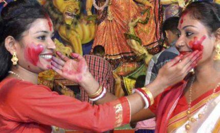 A Calcutta il festival hindu Durga Puja (con misure anti-Covid)