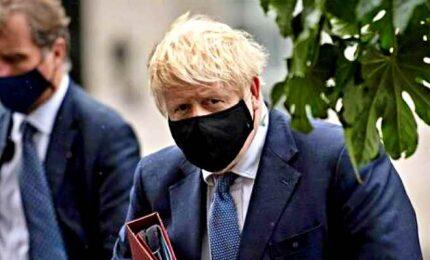 Allerta Covid-19 in GB, stretta di Johnson non piace a leader locali