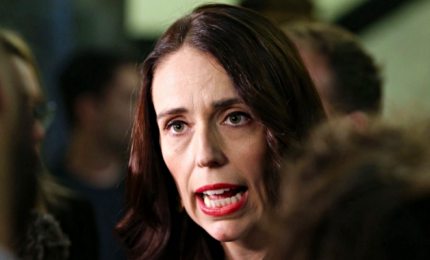 Nuova Zelanda, trionfo laburisti. Jacinda Ardern: avanti insieme