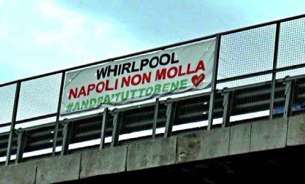 Whirlpool chiude a Napoli, 400 lavoratori a casa. Sindacati: inaccettabile. E Conte fa spallucce