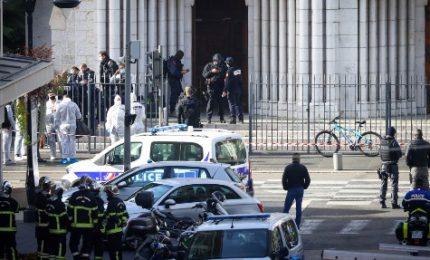 Attacco in una chiesa di Nizza, 3 vittime di cui una decapitata. In Francia incubo terrore