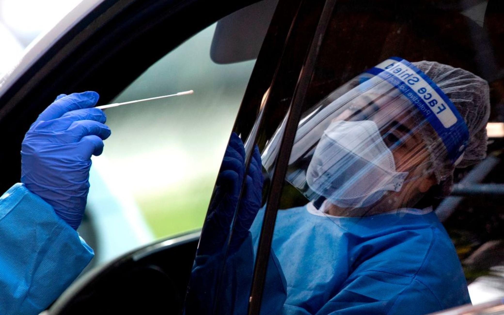 Coronavirus, nuova impennata di casi e vittime. Stime Imhe: rischio 300 decessi al giorno a dicembre