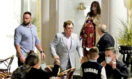 Elton John in vacanza a Capri con tutta la famiglia